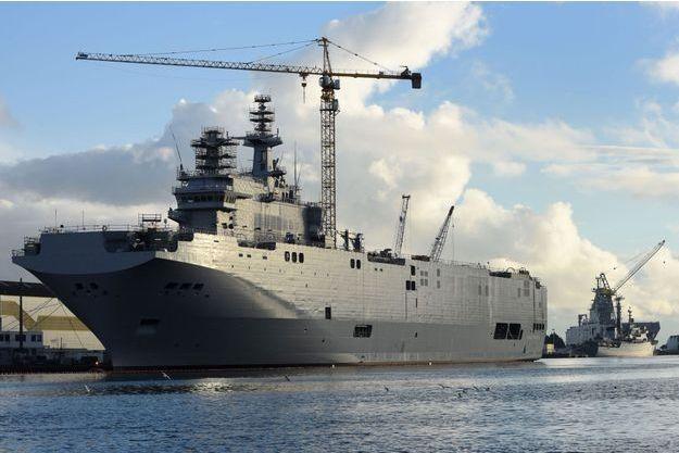 A Saint-nazaire, l'un des deux porte-hélicoptères commandés en 2011 par la Russie.