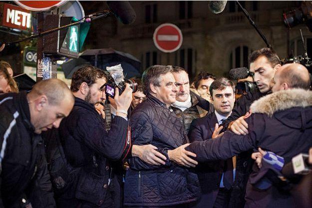 François Fillon à la sortie de son QG, dimanche 20 novembre, vers 23 heures, boulevard Saint-Germain, à Paris.