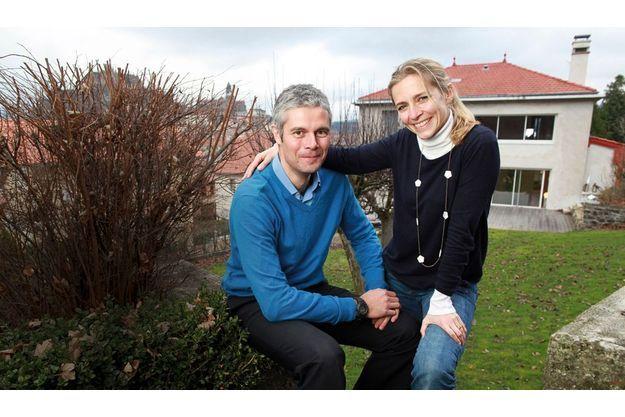 Le 13 janvier, avec son épouse, Charlotte, qui est administratrice au Sénat, dans le jardin de leur maison du Puy-en-Velay.