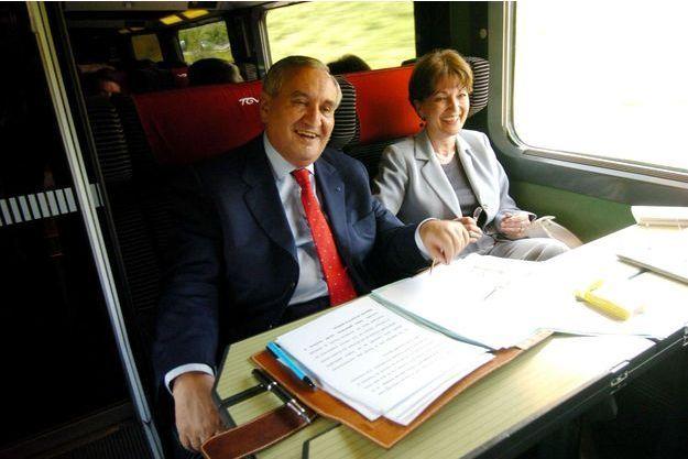 Jean-Pierre et Anne-Marie Raffarin prennent le TGV, le 23 mai 2005.