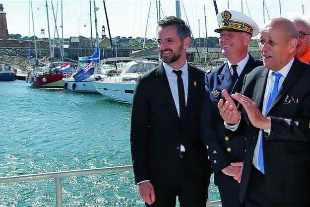 Le ministre des Affaires étrangères (à dr.), le 21 juin à Camaret-sur-Mer, en Bretagne.