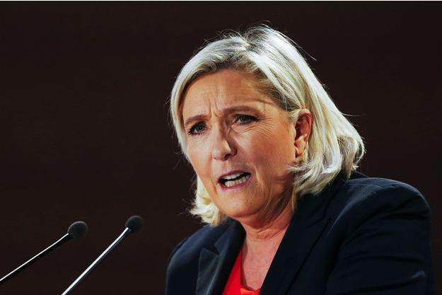 Marine Le Pen à Saint-Ebremond-de-Bonfosse, dans la Manche, samedi.