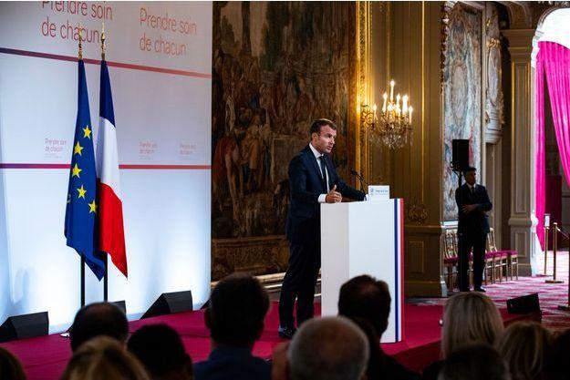 Emmanuel Macron lors de la présentation du plan santé du gouvernement à l'Elysée, mardi.