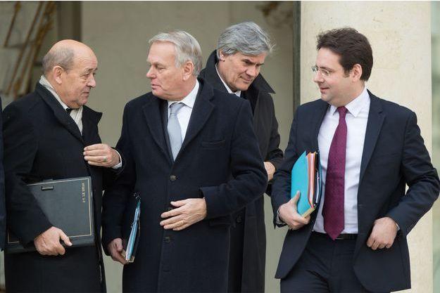 Autour de Jean-Marc Ayrault, trois ministres VRP de François Hollande: Jean-Yves Le Drian, Stéphane Le Foll et Matthias Fekl.