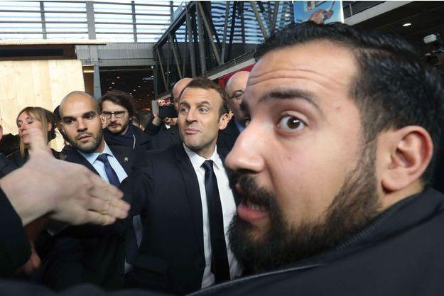 Emmanuel Macron et Alexandre Benalla le 24 février 2017 au salon de l'Agriculture.