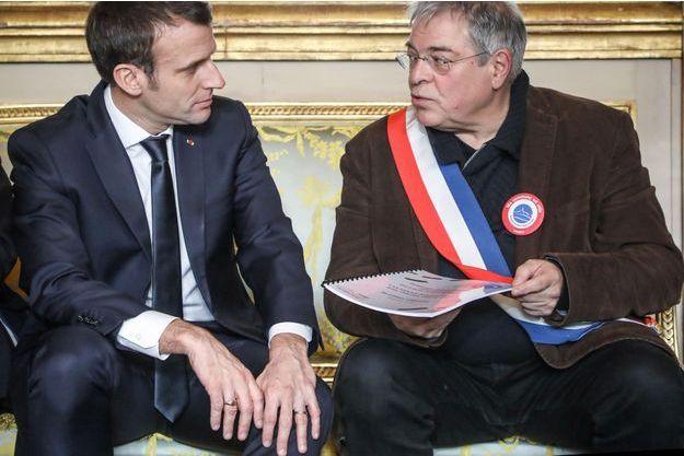 Emmanuel Macron et Vanik Berberian, président de l'Association des Maires Ruraux de France.