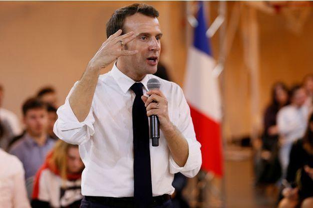 Emmanuel Macron jeudi à Etang-sur-Arroux.