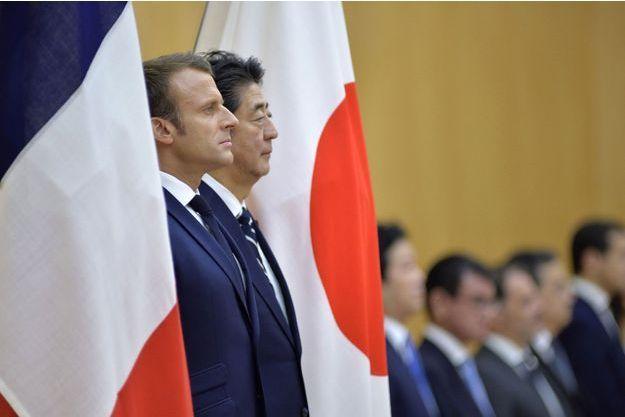 Emmanuel Macron et le Premier ministre japonais Shinzo Abe, le 26 juin 2019 à Tokyo.