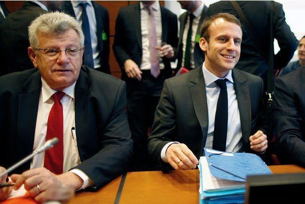 Christian Eckert et Emmanuel Macron en 2015, à Bercy.