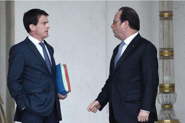 Manuel Valls et François Hollande sur le perron de l'Elysée. (photo d'illustration)