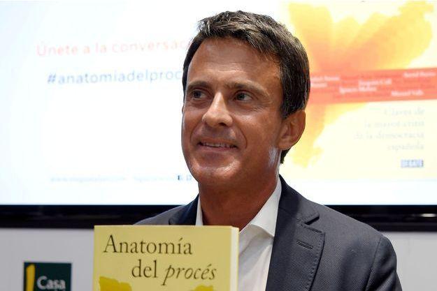 "Manuel Valls lors de la présentation à Barcelone d'""Anatomia del proces. Claves de la mayor crisis de la democracia española""."
