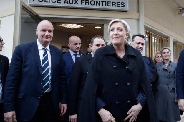 Marien Le Pen et son garde du corps Thierry Légier (à gauche), à Menton cette semaine.