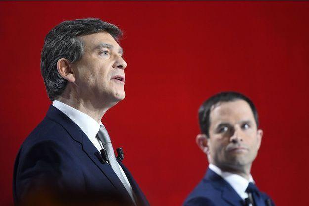 Arnaud Montebourg et Benoît Hamon lors du deuxième débat de la primaire de la gauche.