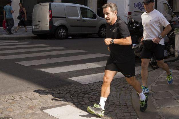 Nicolas Sarkozy en septembre 2014 dans les rues de Paris.