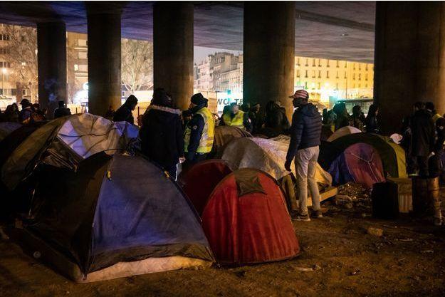 Les camps de migrants sont fréquemment démantelés porte de La Chapelle.