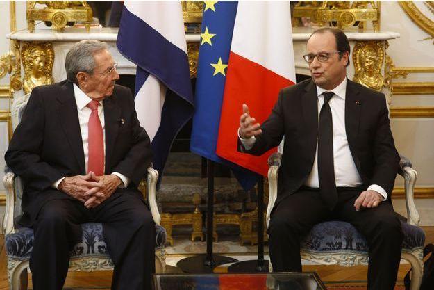 Raul Castro avec François Hollande à l'Elysée, lundi.