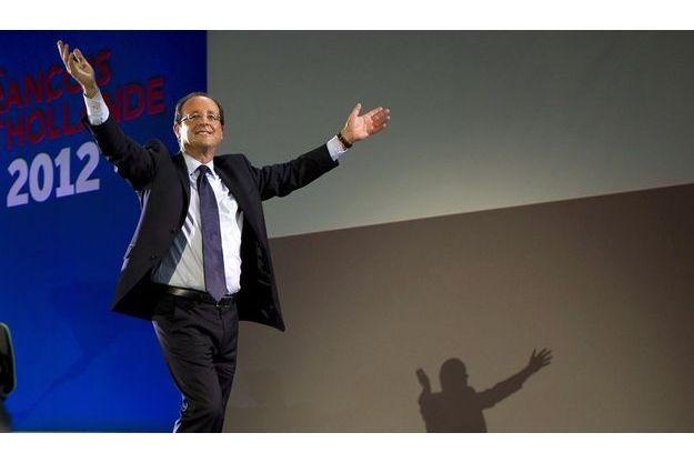 François Hollande devance toujours très nettement Nicolas Sarkozy dans notre enquête Ifop/Fiducial pour Paris Match.