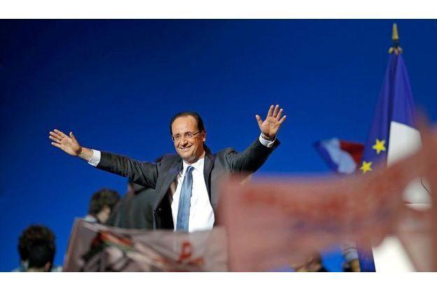 François Hollande en meeting dans sa ville natale de Rouen, le 15 février, jour où Nicolas Sarkozy a officialisé sa candidature.