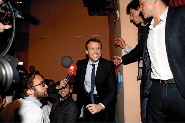 Le 17 novembre, au lendemain de l'annonce de sa candidature. Au meeting des Pennes-Mirabeau dans les Bouches-du-Rhône, première étape de sa campagne.
