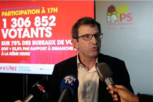 Christophe Borgel s'exprime devant la presse lors du second tour de la primaire socialiste, le 29 janvier 2017 au QG du PS à Paris.