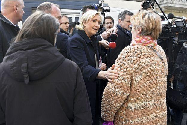 Marine Le Pen a choisi le marché de Rouvroy, dans le Pas-de-Calais, pour lancer sa campagne du second tour, dès le 24 avril.