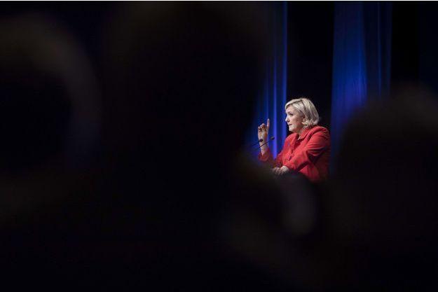 """Marine Le Pen se présente comme la seule candidate capable de combattre le """"système"""". Ici photographiée lors de son meeting au Zénith de Paris, le 17 avril."""