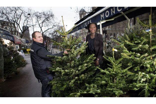 Vendredi 21 décembre, derniers préparatifs de Noël pour Rama Yade, qui s'est échappée du conseil régional d'Ile-de-France à l'heure du déjeuner pour choisir son sapin.