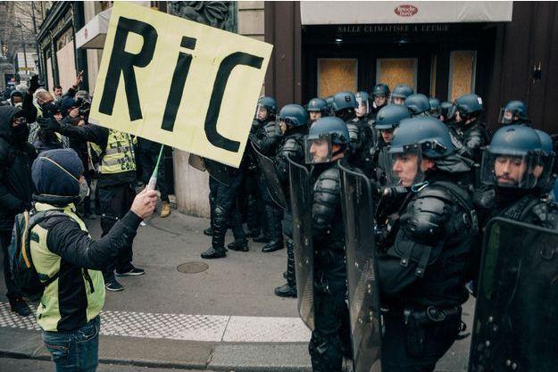 """Le RIC (référendum d'initiative citoyenne) est l'une des principales revendications des """"gilets jaunes""""."""