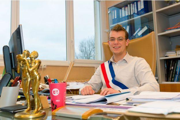 Rémy Dick, le nouveau maire de Florange, à son bureau le 12 décembre 2016.
