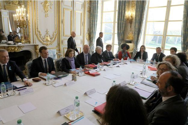 A l'Elysée, lors du conseil des ministres du 1er avril.