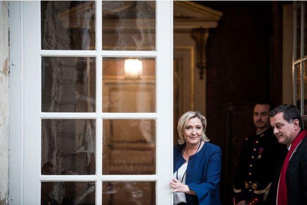 Marine Le Pen et Louis Aliot à Matignon, lundi.