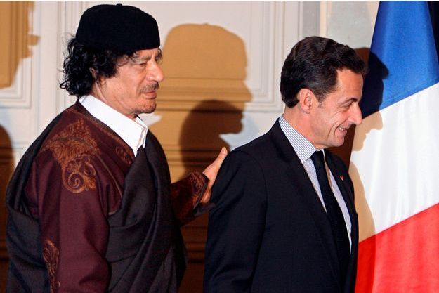 Mouammar Kadhafi et Nicolas Sarkozy à l'Elysée en décembre 2007.