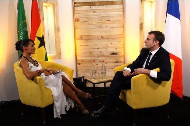 Le président Emmanuel Macron sur le plateau de Trace TV le jeudi 30 novembre à Accra au Ghana répond aux questions d'Alice Tumler