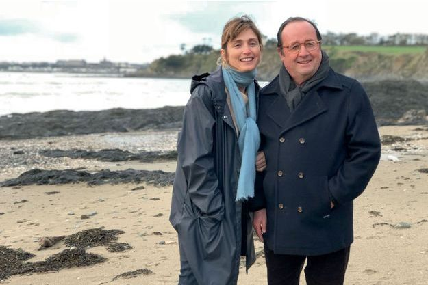 Julie Gayet et François Hollande à Saint-Pair-sur-Mer (Manche). Le caban que porte l'ancien président est un cadeau de sa compagne.
