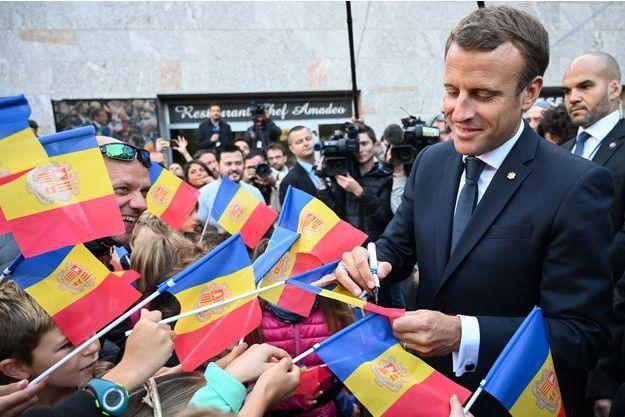 Visite princière de Macron en Andorre, entre retraite à 65 ans, avantages fiscaux et anti-avortement