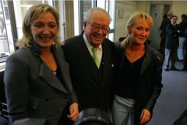 Marine Le Pen, Jean-Marie Le Pen et Yann Le Pen en janvier 2007 à Saint-Cloud.