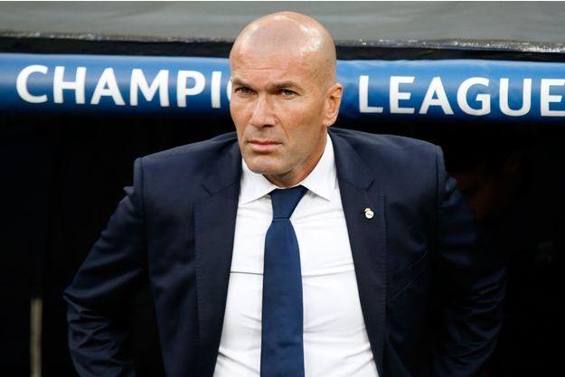 """Zidane appelle à """"éviter"""" le Front national."""