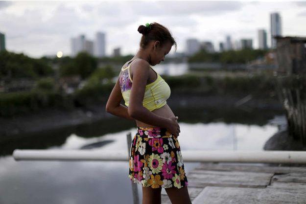 Eritania Maria vit dans les favelas de Recife, frappées de plein fouet par le fléau nommé Zika.