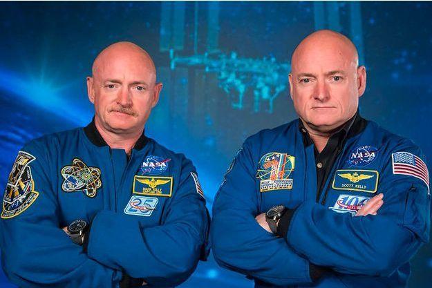A droite, Scott Kelly, à gauche, son frère jumeau Mark, qui a passé plus d'un an dans l'espace.