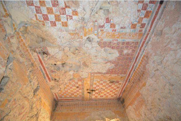 Le plafond du tombeau est remarquablement conservé.