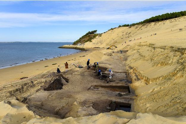 Les chercheurs sur la dune du Pilat.