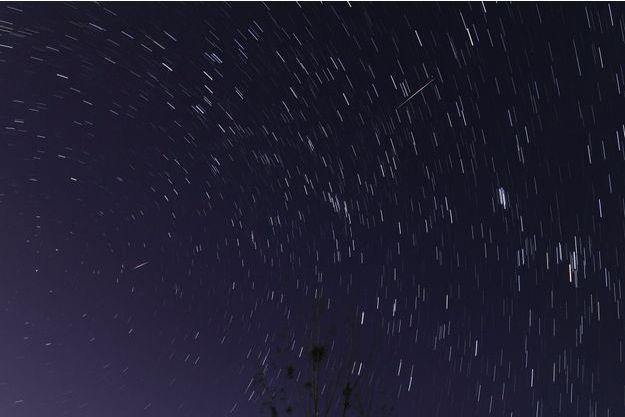 Compilation des étoiles filantes qui sont tombées au-dessus de la Chine pendant les Perséides en août 2018.