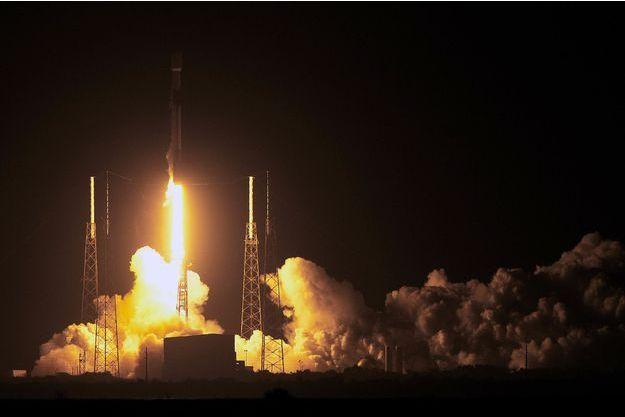 Décollage de la sonde israélienne sur le pas du tir de Cap Canaveral.