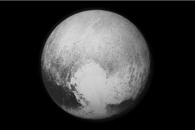 A l'équateur la région de Tombaugh, surnommé le coeur de Pluton. C'est là que se situe la plaine de Spoutnik.