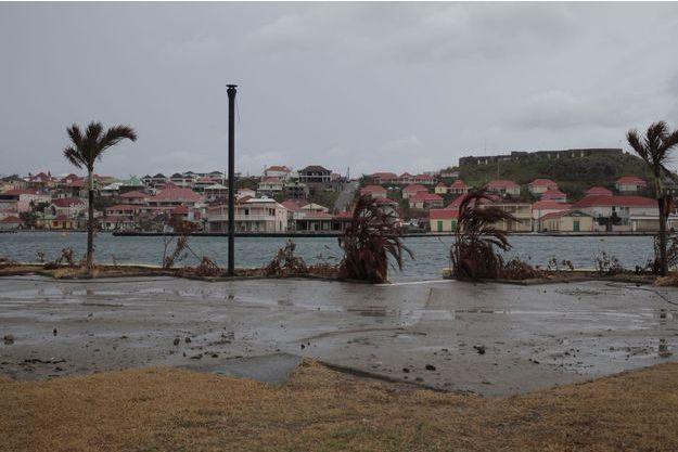 L'île de Saint-Barth porte toujours les stigmates du passage meurtrier de l'ouragan Irma.