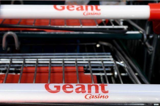 Des caddies Géant Casino (image d'illustration).
