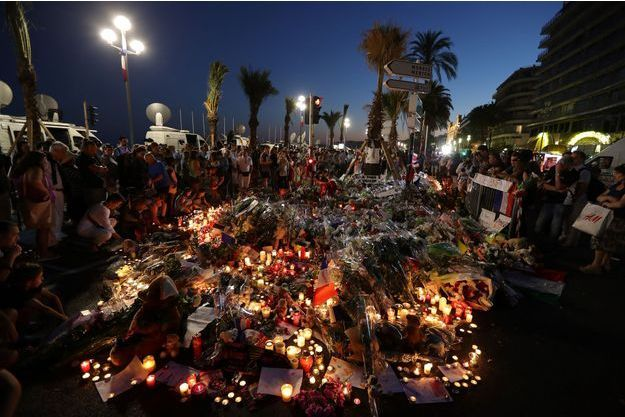 Des fleurs déposées en hommage aux victimes de l'attentat de Nice (photo d'illustration).