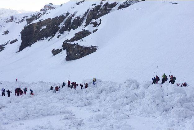 L'avalanche a fait un mois et trois blessés.