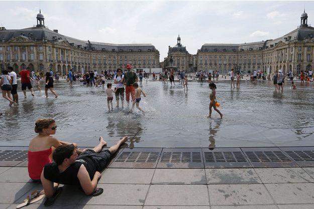 Le miroir d'eau, place de la Bourse, à Bordeaux.