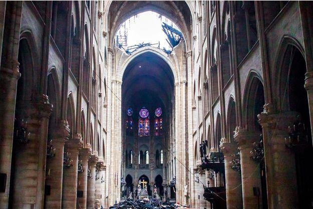 Une vue de l'intérieur de Notre-Dame après l'incendie.